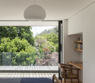 The summit of Maungawhau (Mt Eden) can be seen from the master bedroom and the timber-decked terrace that occupies part of the ground-floor roof.