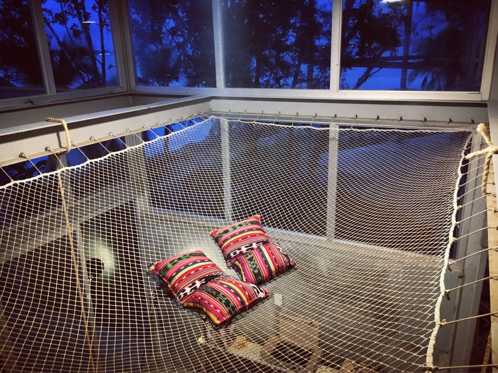 Casa Comunal suspended net