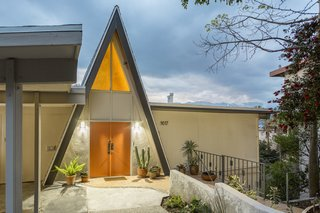 With soaring vaulted ceilings perfect for taking in the San Gabriel Mountains, this modified A-frame in Eagle Rock was recently on the market with a starting price of $699,000.