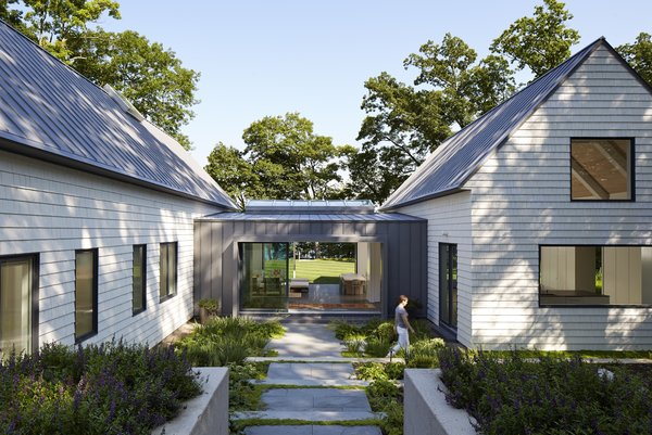 Cabins and Connectors Form a Family's Lake Michigan Retreat