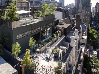 Perched atop the historic Gilsey House, the J+K Residence also overlooks a storied neighborhood. The land, located north of Madison Square, was one of New York's last remaining family farms before becoming a bustling theater district. It then devolved into a neglected wholesale district until being rediscovered by artists and entrepreneurs.