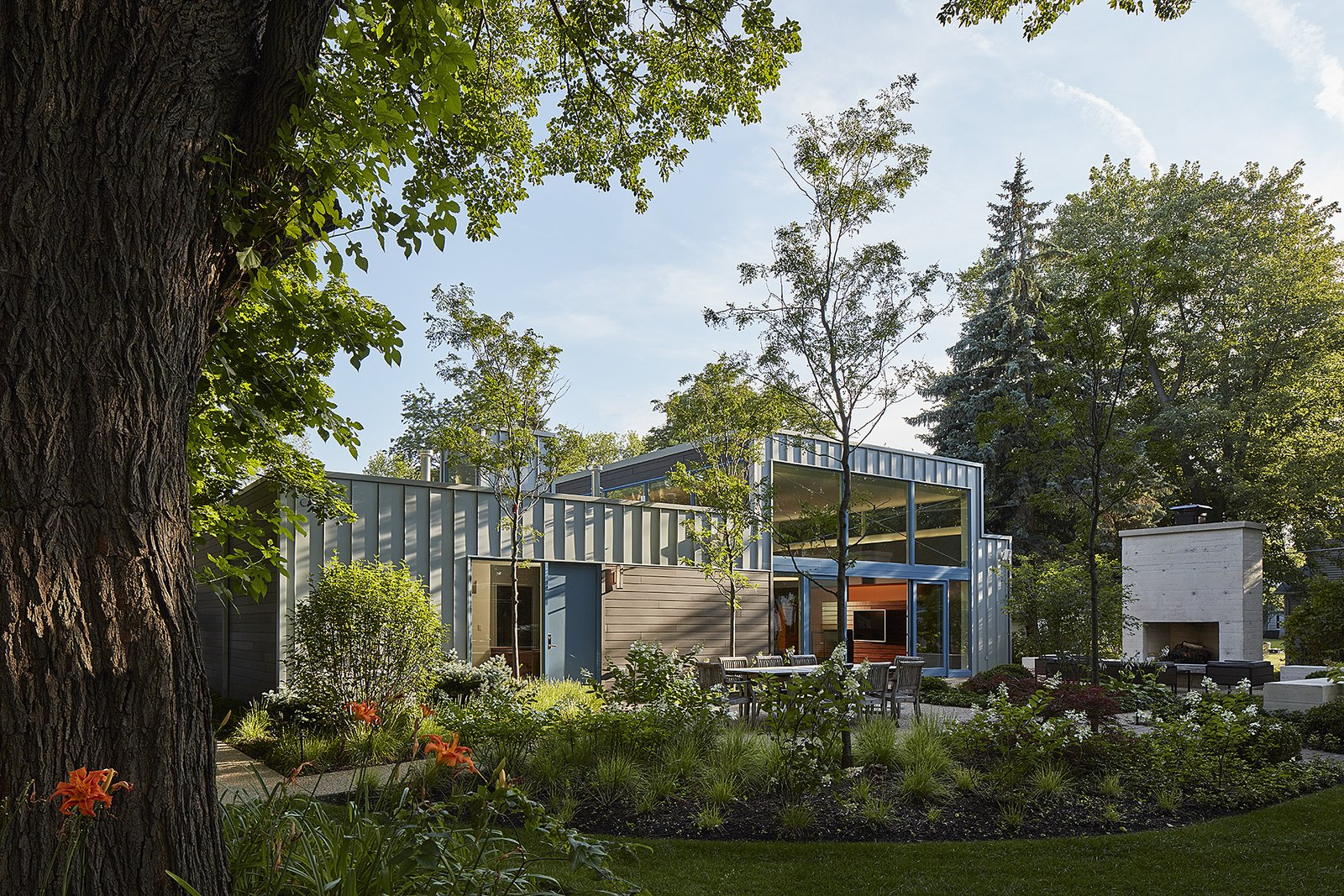 Courtyard residence Kuklinski + Rappe Architects Chicago exterior landscape