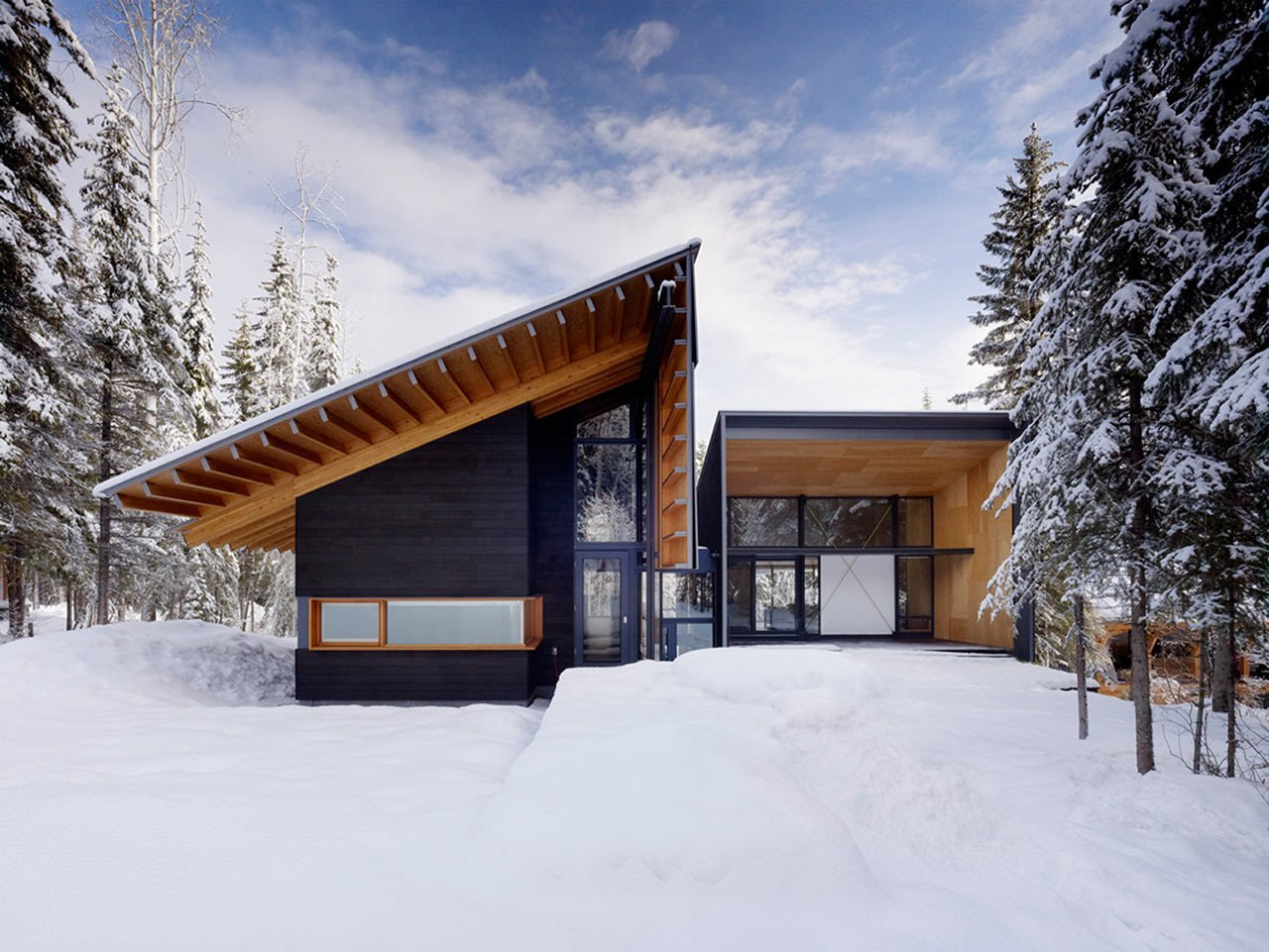 Located adjacent to Kicking Horse ski resort in the Canadian Rocky Mountains, the Kicking Horse Residence was designed by Bohlin Cywinski Jackson as a family weekend getaway built for some amazing skiing.  Photo 2 of 11 in 10 Modern Wintry Cabins We'd Be Happy to Hole Up In