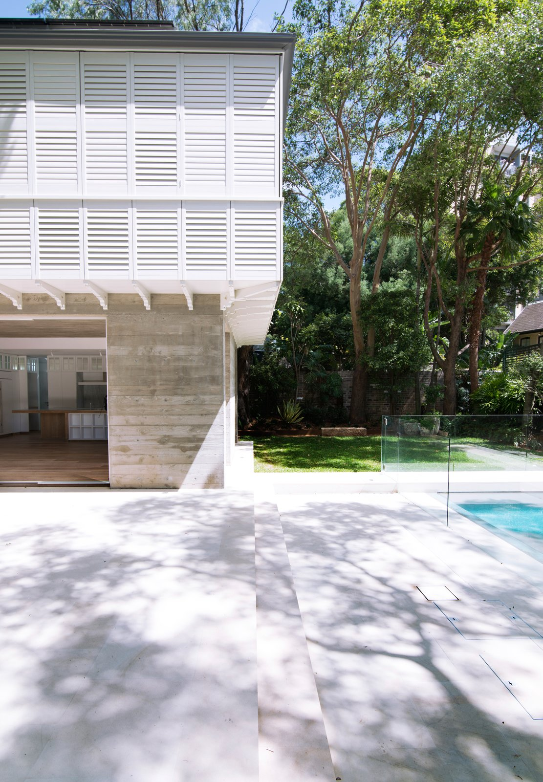 The shading for the upper bedroom floor is open to an infinite combination of the shutter operations, folding, retractable, tiling blades can be adjusted with the seasons; the windows below are shaded in the hottest hours by the loggia. © Edward Birch  Loggia in Arcadia by Luigi Rosselli Architects