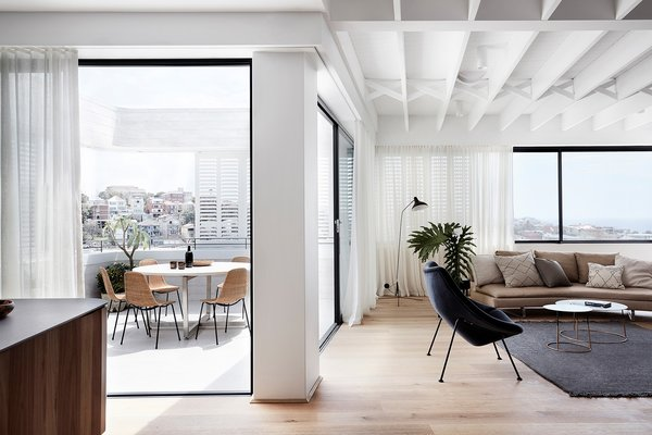 Floor-to-ceiling glazing floods the interiors with natural light, allowing the living areas to feel bright, airy, and spacious.