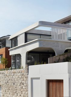 Named Tama's Tee House, 'Tama' is short for Tamarama—the Sydney beach suburb where the home is located.