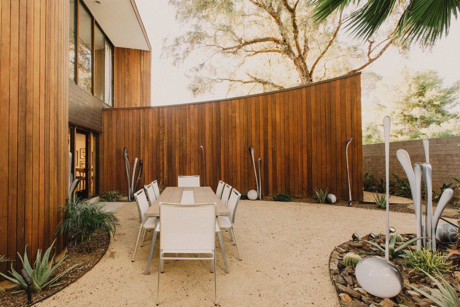 #modern #courtyard #wood #landscape #glass #sculpture #organic #table  #phoenix #arizona  Curves House by The Ranch Mine