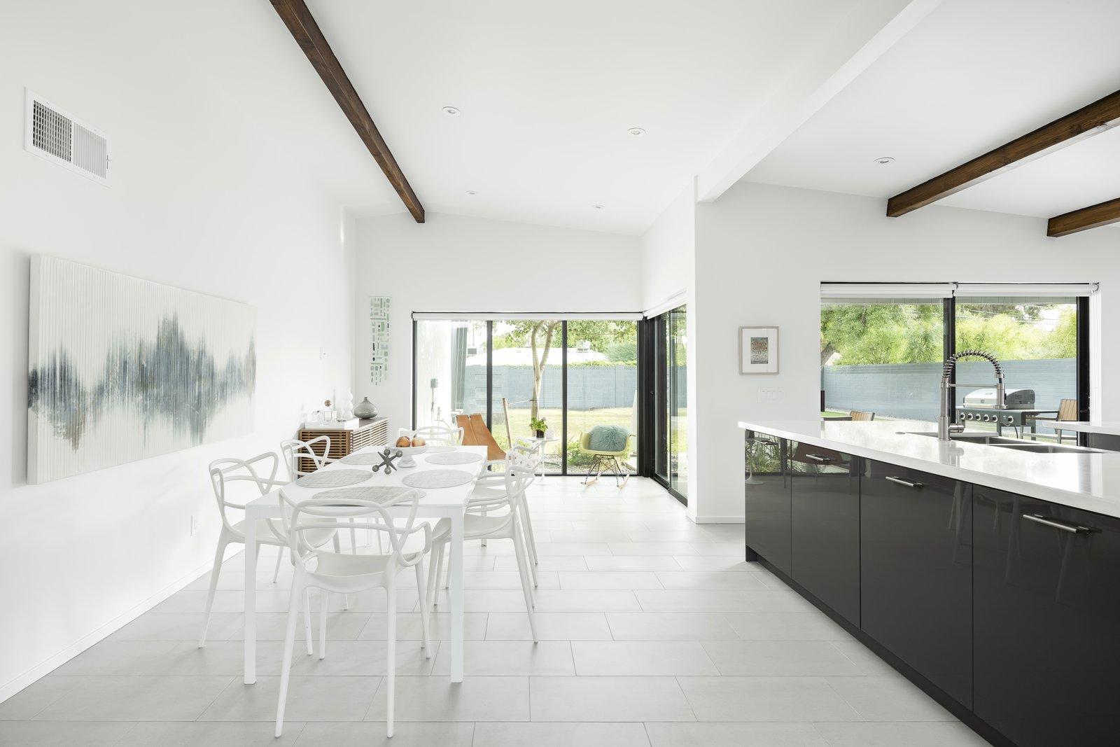 #midcenturymodern #dining #kitchen #interior #phoenix #arizona  Schreiber House by The Ranch Mine