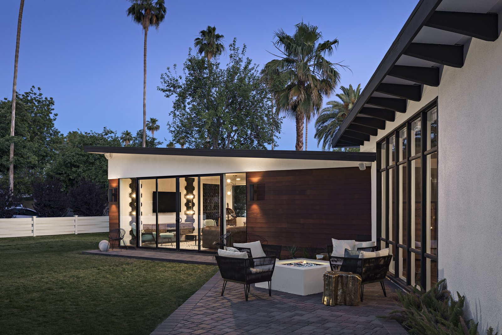 Exterior, House Building Type, and Mid-Century Building Type Outdoor fire pit extends living outside  Modern Manor by The Ranch Mine