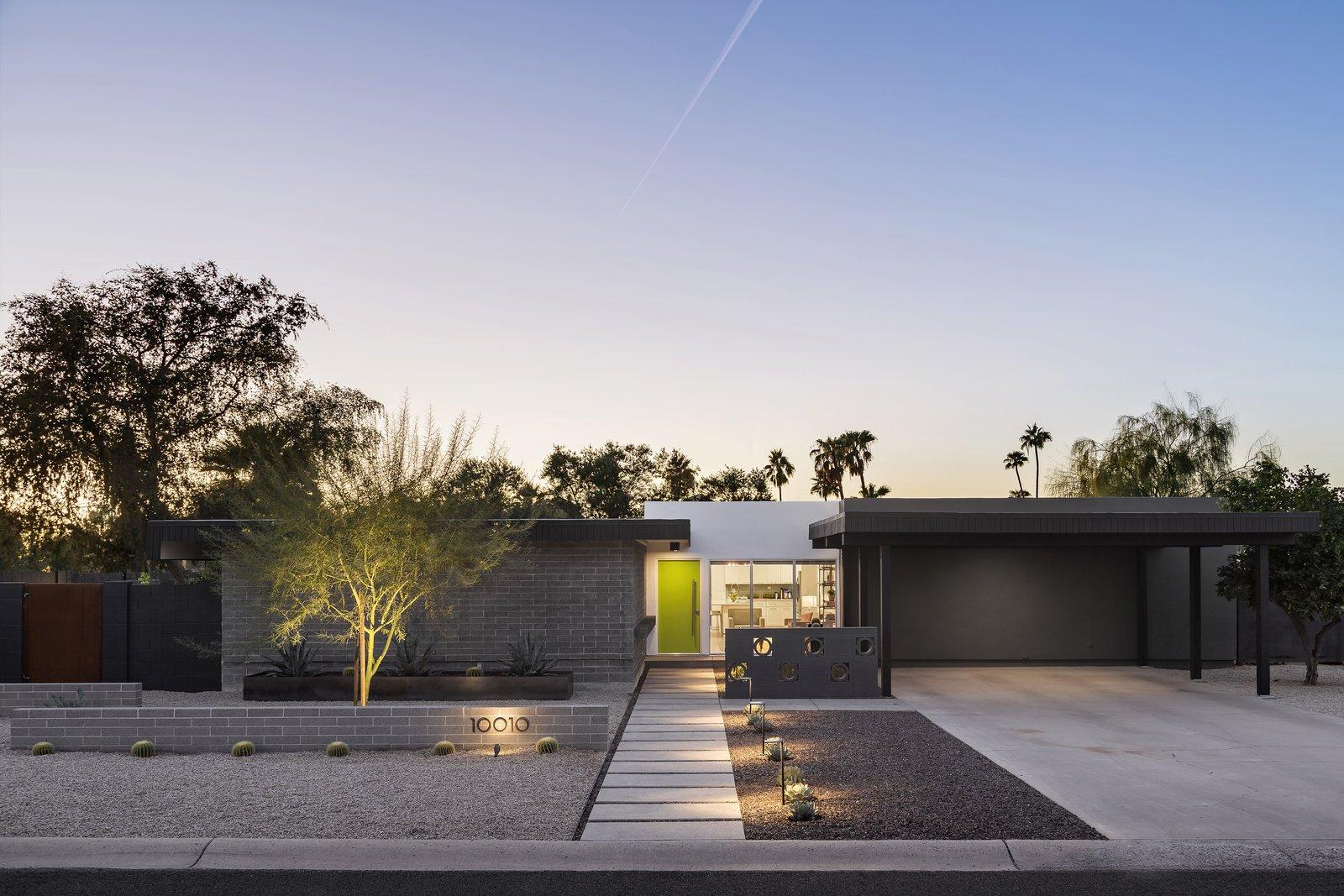 Outdoor, Desert, Raised Planters, Pavers, Concrete, Horizontal, Concrete, and Landscape Desert Midcentury Modern Landscape  Best Outdoor Horizontal Pavers Photos from Beadle Buddy