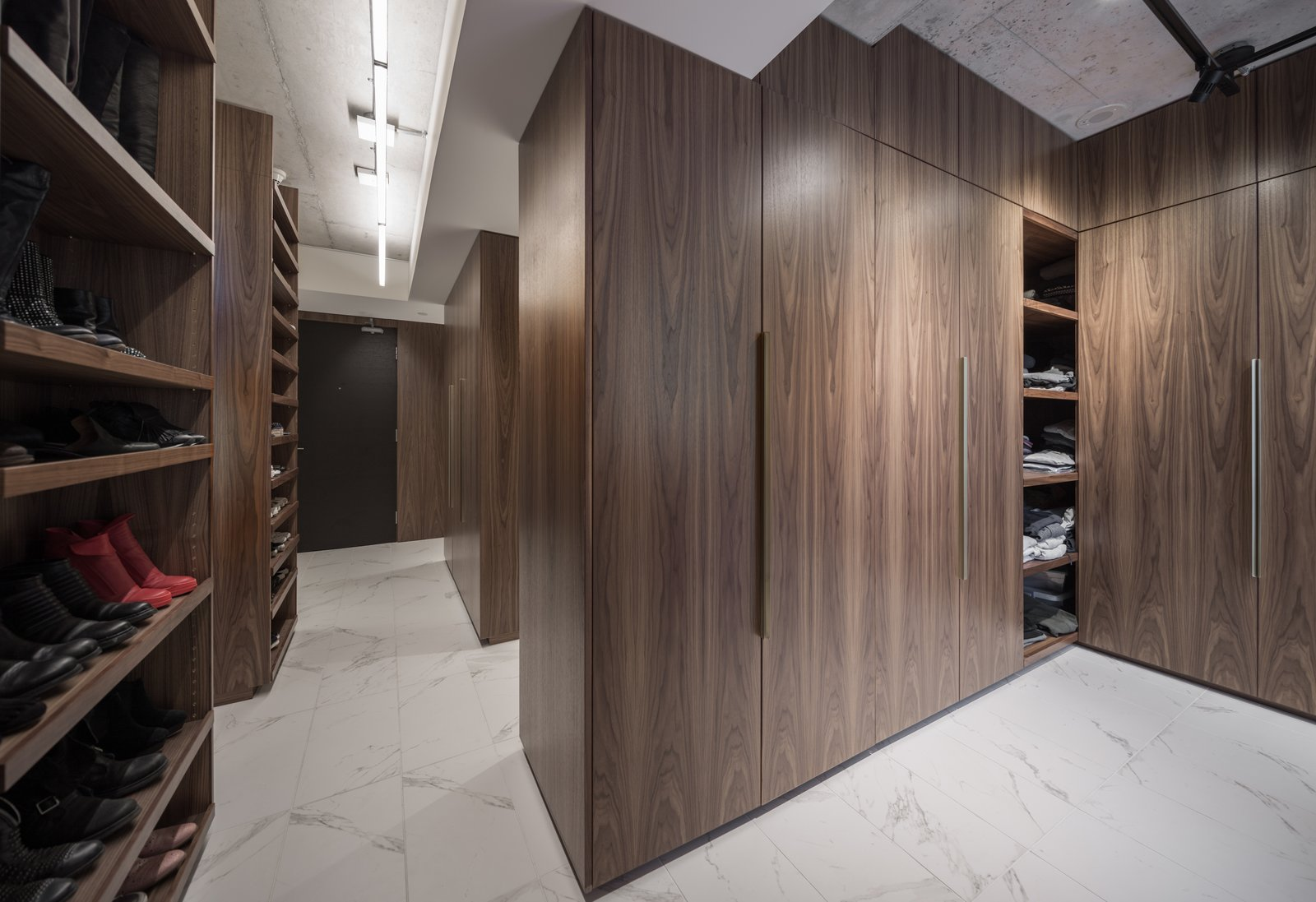 The storage units also define the dressing room area.  Thompson Hotel Private Suite by ANTHONY PROVENZANO ARCHITECTS