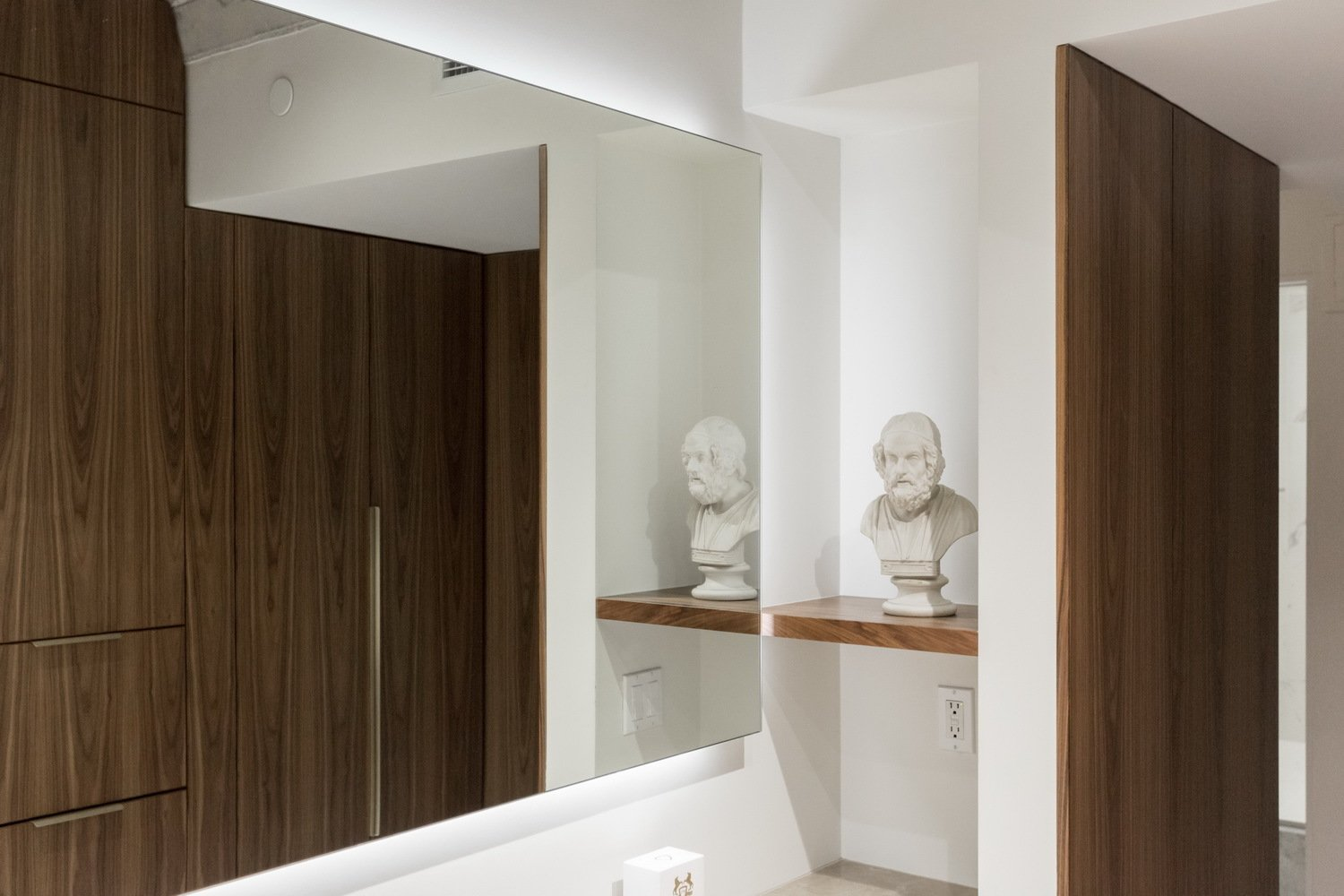 The client had a wish for a 'Homer Niche'.  Thompson Hotel Private Suite by ANTHONY PROVENZANO ARCHITECTS