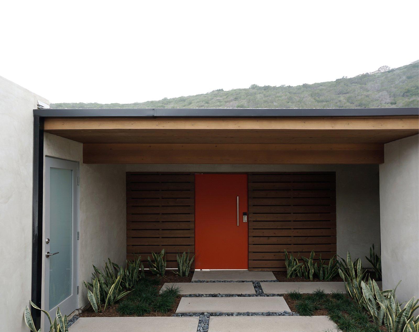 orange pivot gate + cedar at concrete / exterior courtyard entry  [midcentury modern renovation / orange county, california]  Mid century modern