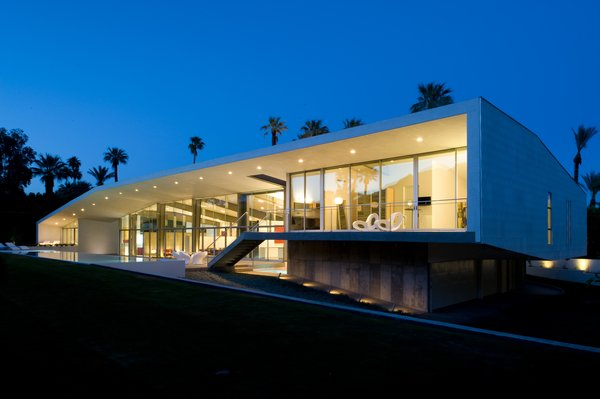 Desert Canopy House -- a wall of glass faces the mountains and the large overhang protects it from the sun and heat.