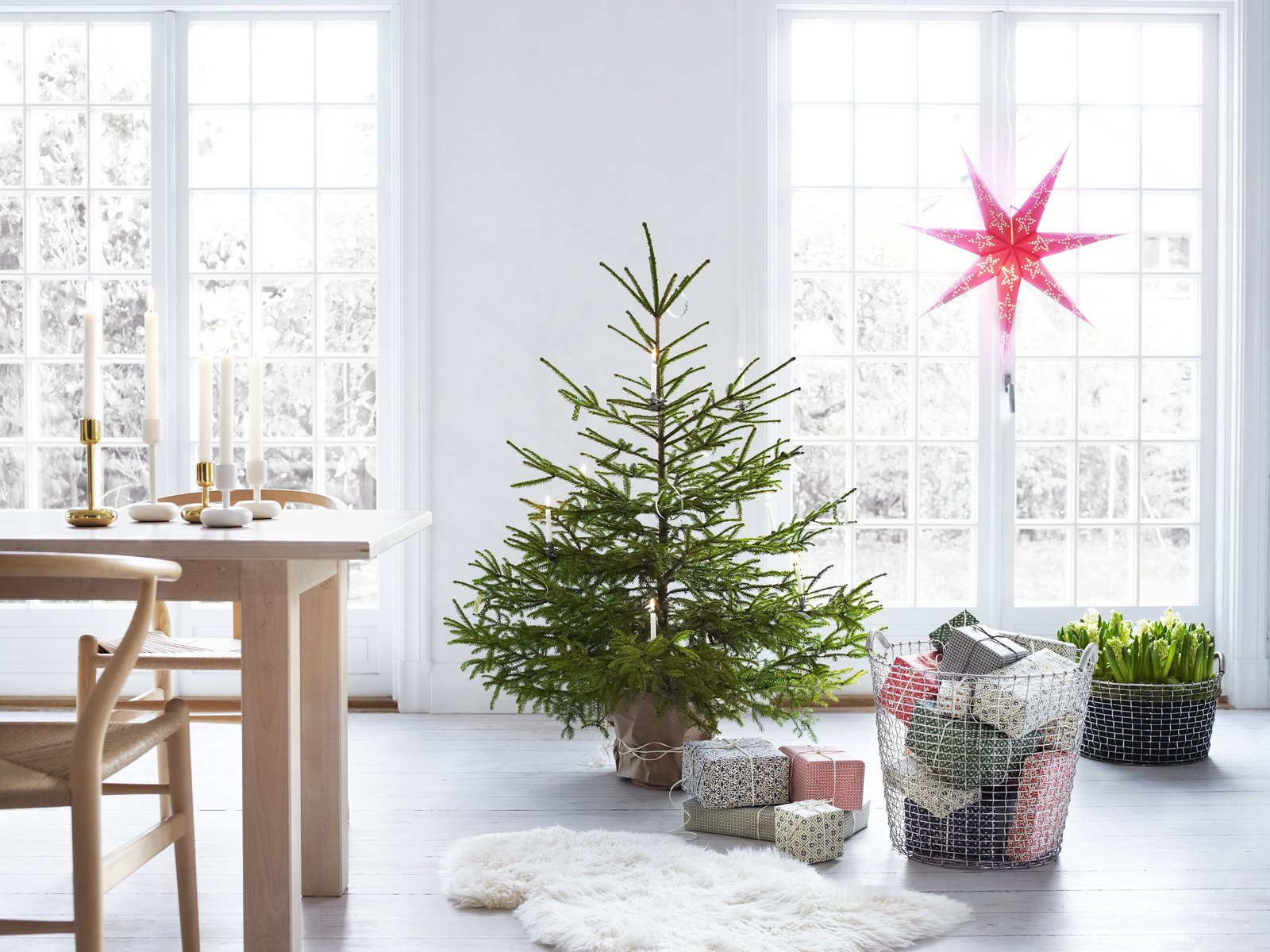 Modern Christmas Decorating Ideas Dwell