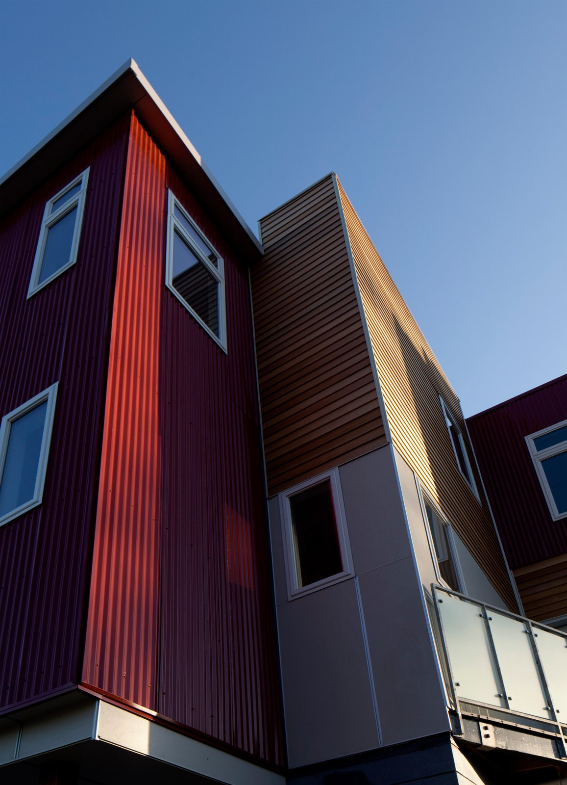 The project site is surrounded by a mix of uses that comprise the residential/commercial corridor. The isolation of the triangular island allowed for a more contemporary palette and articulation, while maintaining massing and density appropriate to the adjacent historic working class neighborhood.  Croghan's Edge Townhomes by mossArchitects