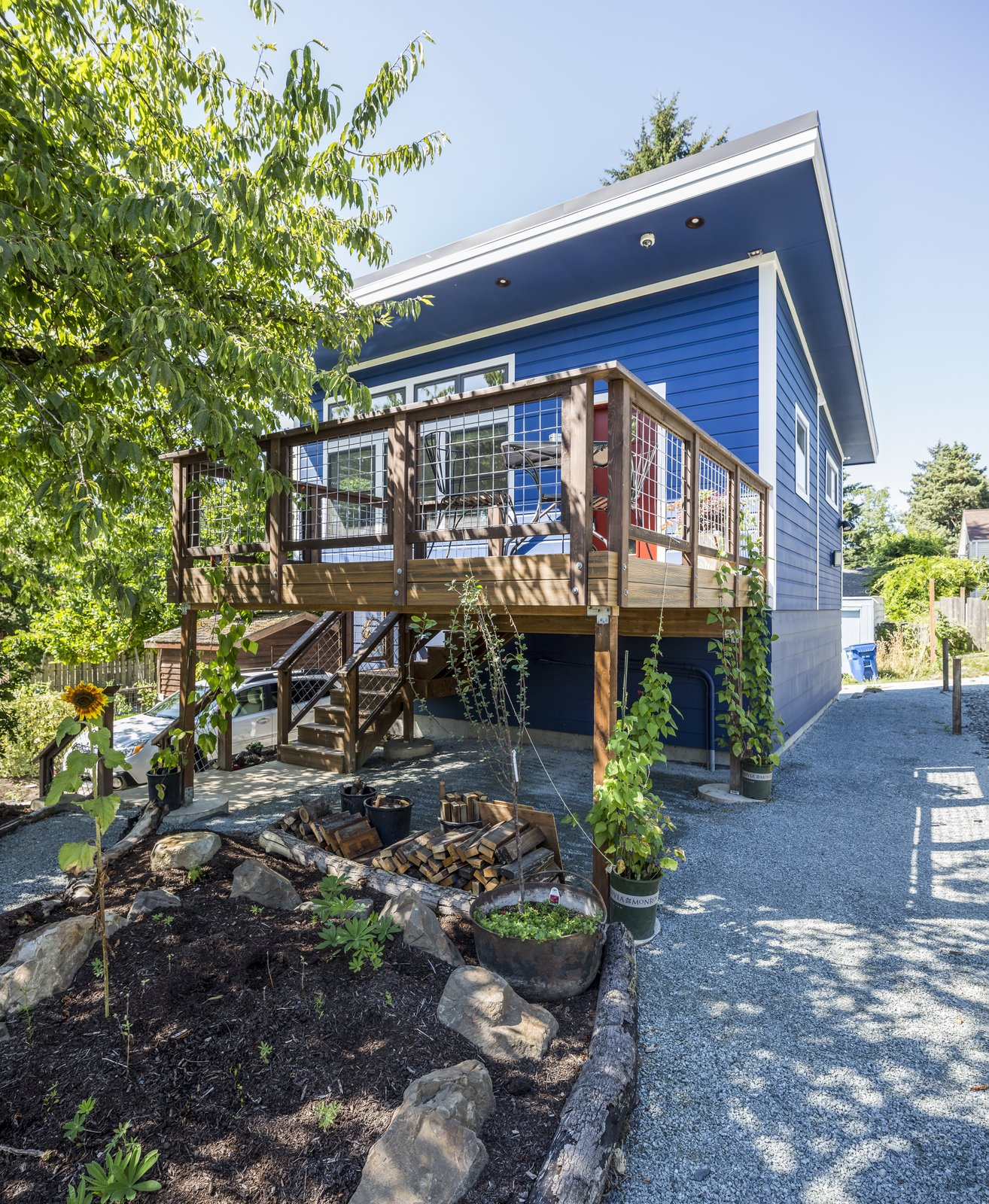 Sustainable backyard cottage by model remodel dwell for Backyard cottage seattle