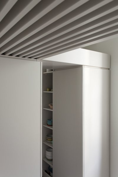 Within these rather small spaces, a complex narrative emerges through the alternation of low and tall ceilings, wide and narrow doorways, dark and light floors, dense and empty wall surfaces. The overall composition of space is also enhanced by the unfolding of multiple options to move from room to room, resulting in layered views and flowing circulation.