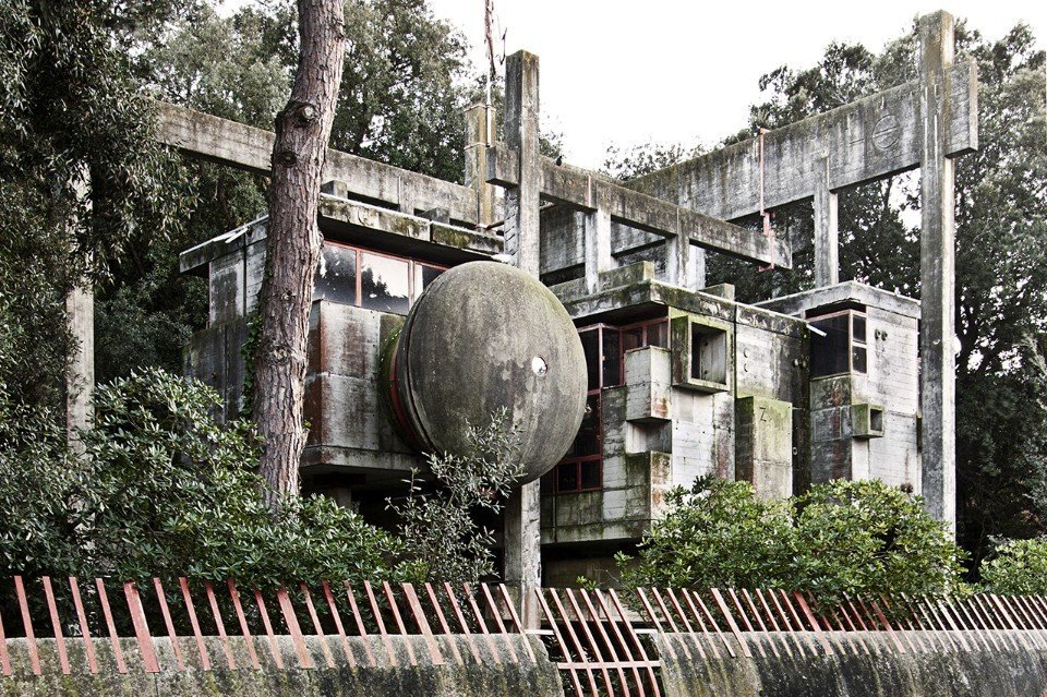 Giuseppe Perugini, Tree house, 1971. Fregene, Italy  Brutes