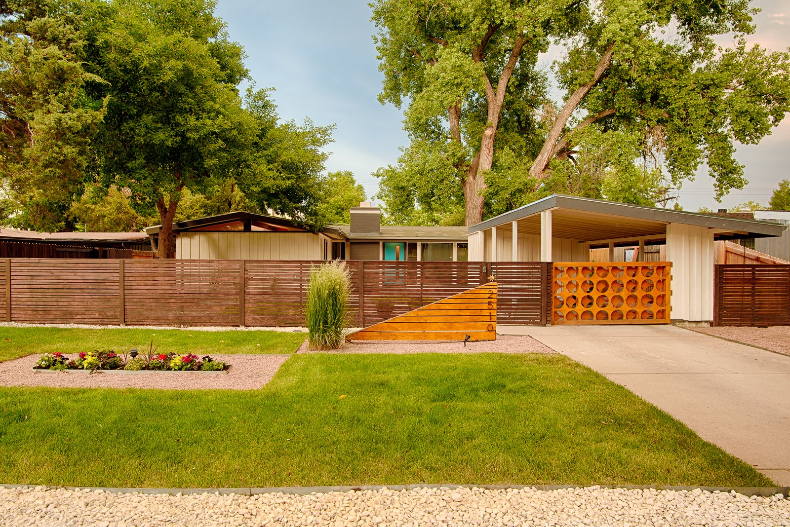Cliff may homes rm 3212 by adrian kinney denver mid for Mid century modern homes denver