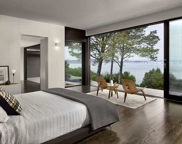 Superbe Bedroom With Ocean Views