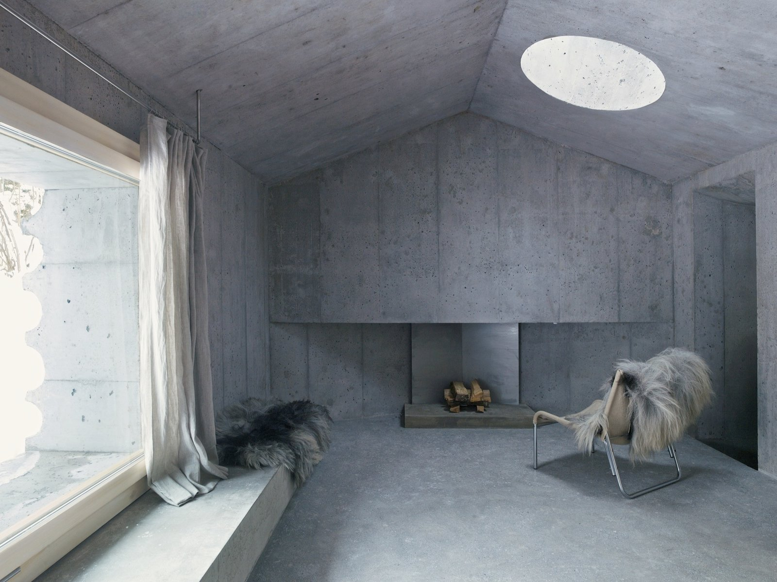 #alpinemodern #design #lifestyle #modern #elevatedliving #quiestdesign #refugeinconcrete #concrete   Photo courtesy of Gaudenz Danuser  Refuge in Concrete