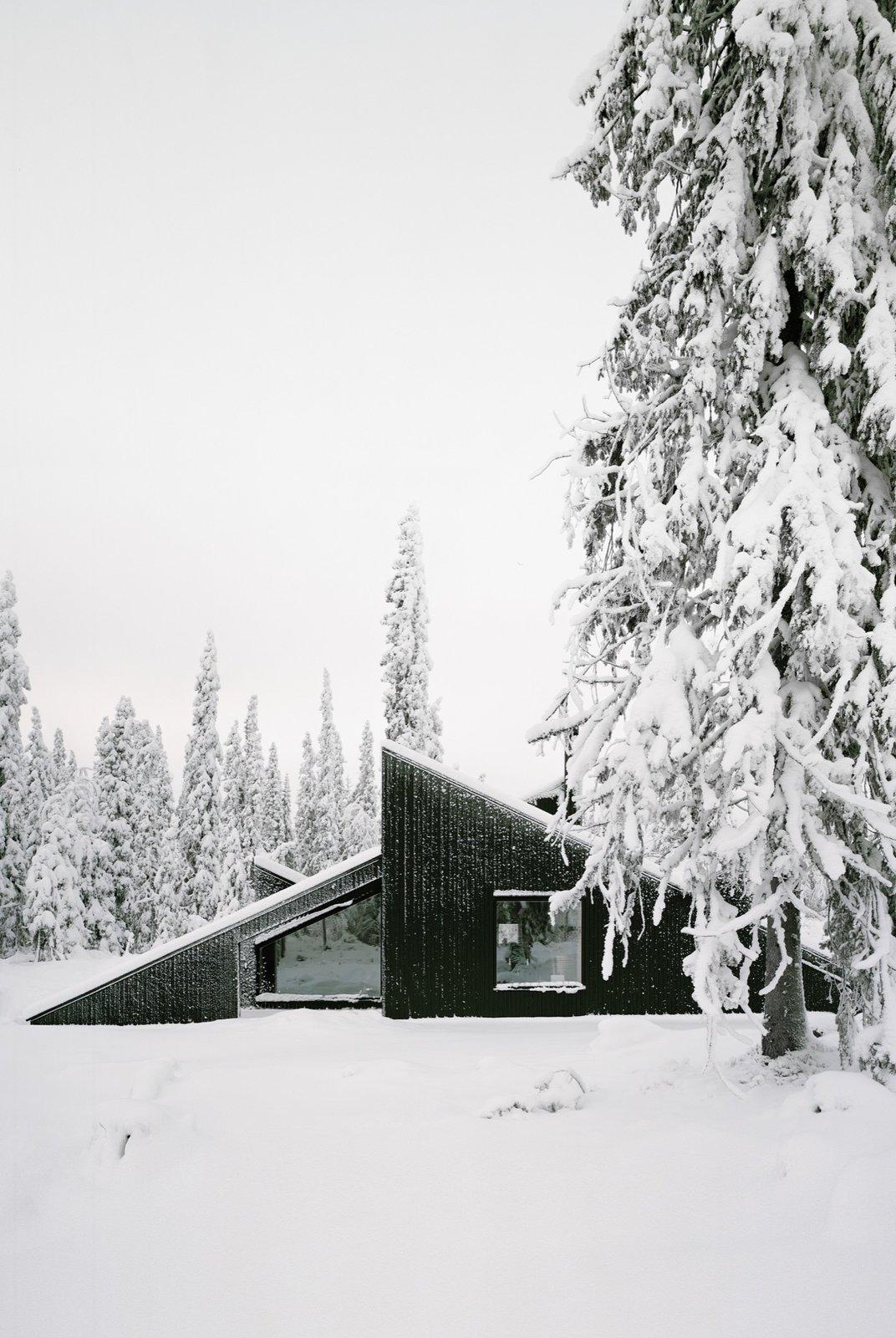 minimalist scandinavian cabins exterior snow Norway