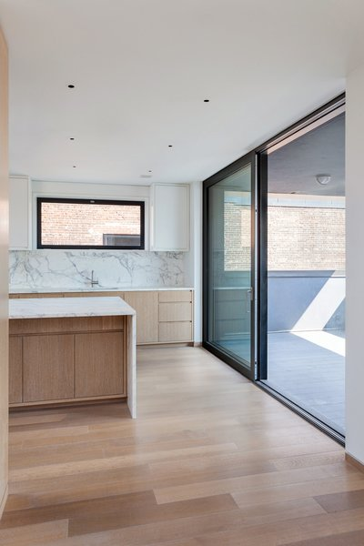 With R-11 glass standard and R-15 quad glass optional, Thermo Alu75 can be offered in extremely large sizes. It is available as a Tilt & Turn window as well as Lift & Slide, french and entry doors.