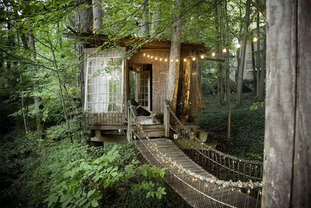 Never have we ever wanted to walk (no, leap!) across a rickety bridge with such gusto… If you agree, welcome to the fairytale tree house of your childhood fantasies. Only this one isn't imaginary, it's in Atlanta, Georgia, and it comes complete with chirping birds, a flowing stream, and a canopy of trees. There are three separate structures, all connected by the aforementioned rope bridges.  Photo 6 of 7 in 7 Breathtaking Tree Houses You Can Actually Rent on Airbnb