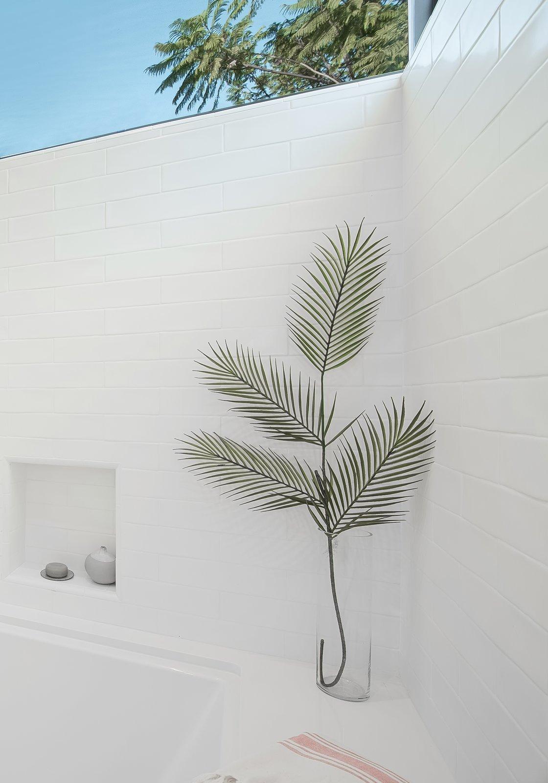 Bath Room, Undermount Tub, Porcelain Tile Floor, Open Shower, and Subway Tile Wall Children's Bathroom  SL House by ANX / Aaron Neubert Architects