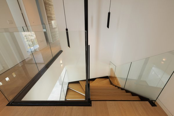 Best 31 Modern Staircase Metal Tread Glass Railing Design