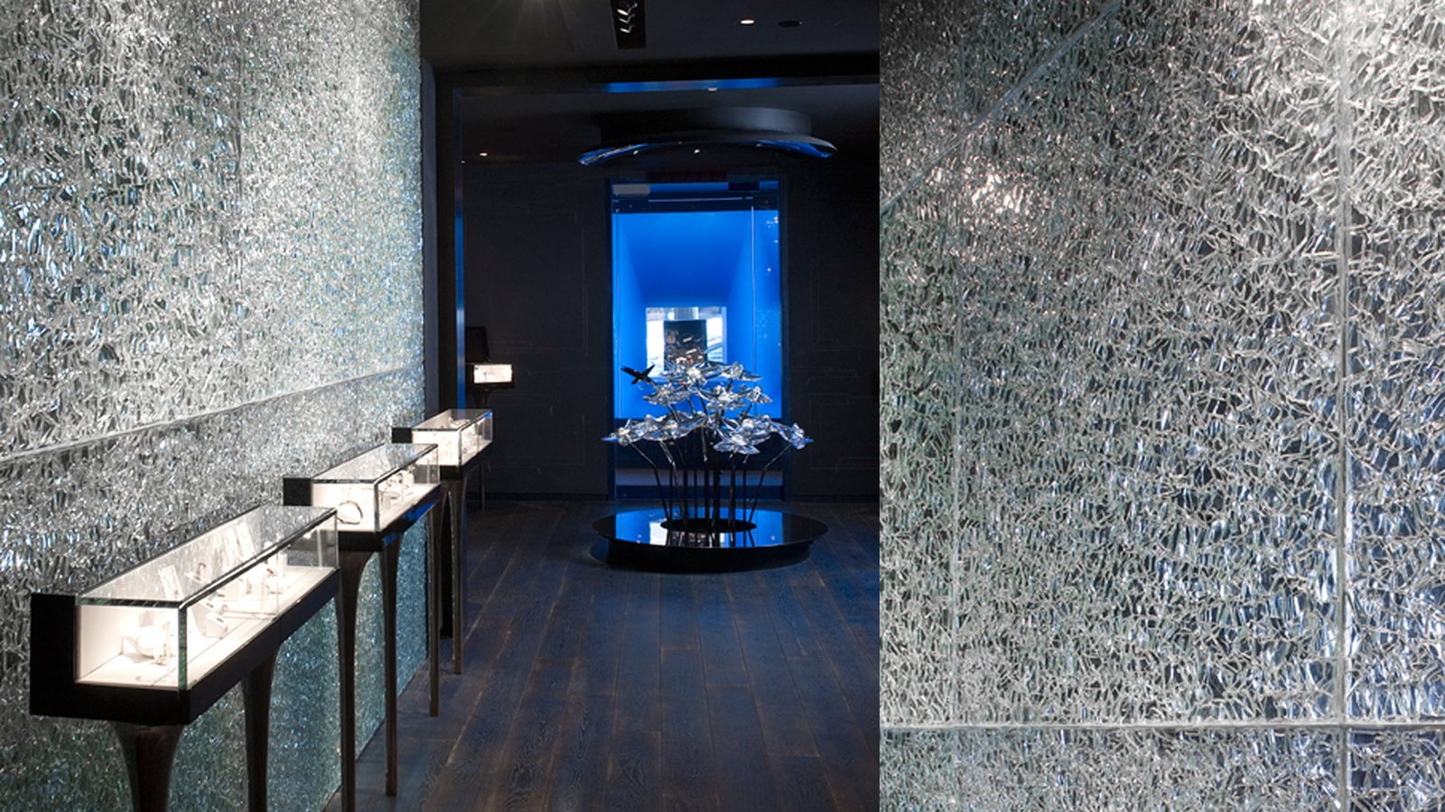 Crackle Glass for French luxury jeweller Mauboussin New York  Designer: Rockwell Group, NY Glass Manufacturer: Nathan Allan Glass Studios  View Case Study: http://nathanallan.com/our-portfolio/mauboussin/  Architectural + Decorative Glass