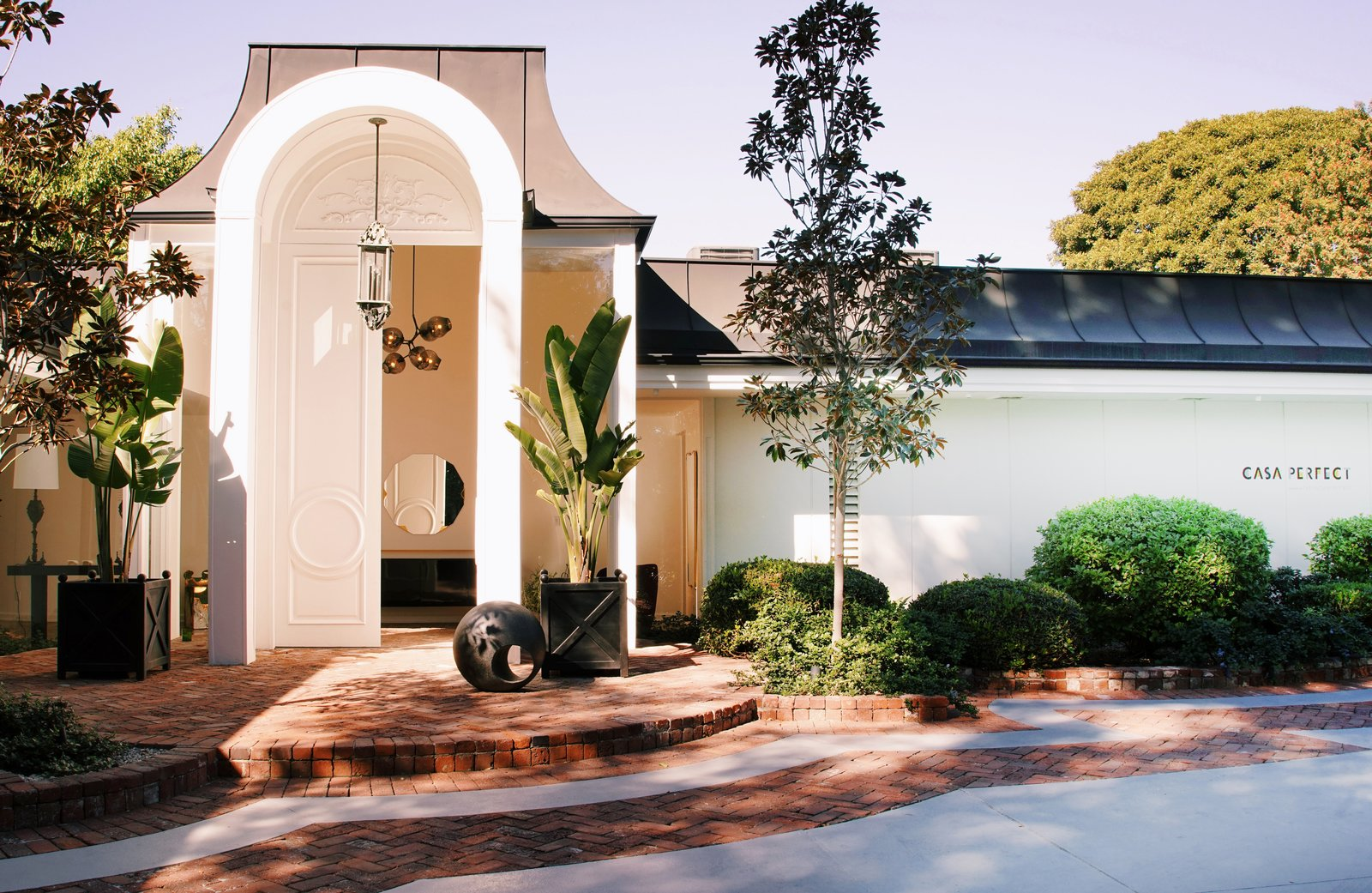 The Future Perfect announces the second installment of the successful Casa Perfect project. After opening their doors in January 2017 in a David Hyun mid-century house in the Hollywood Hills, The Future Perfect has acquired this iconic Trousdale Estates house, which Elvis Presley called home, as its new LA gallery.