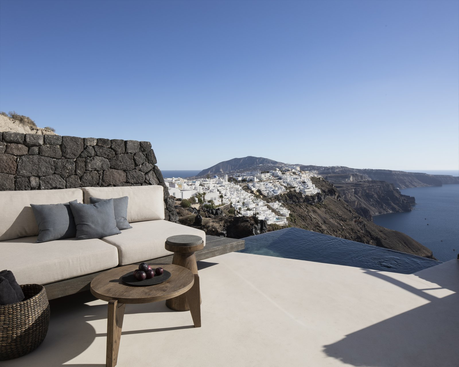 Vora Santorini