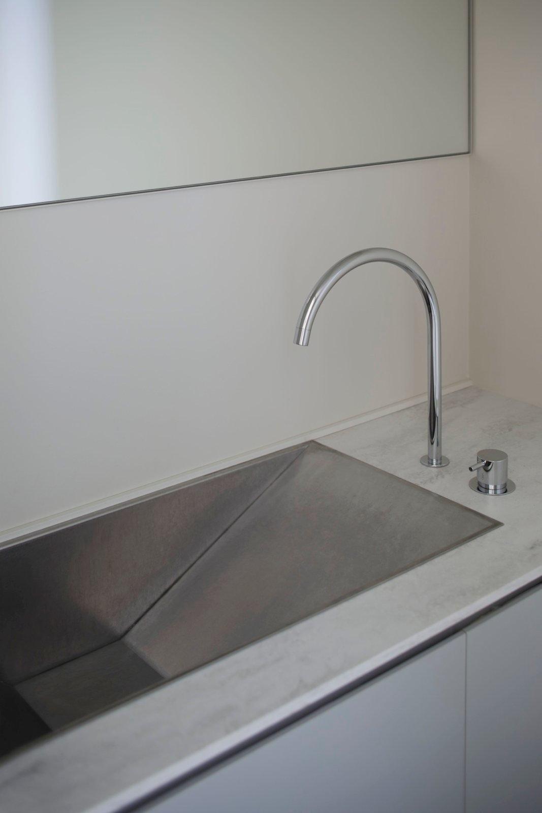 Ramp vanity sink. K Residence by CASE-REAL. © Daisuke Shima.  upinteriors.com/go/sph422  Details