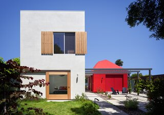 A Bright Red ADU Anchors a Lot on L.A.'s Westside