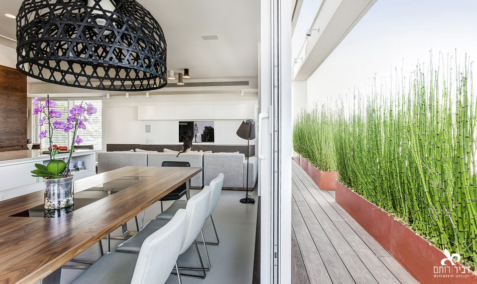 I like to design spaces that continued to outside www.dvirotem.co.il  Indoor - Outdoor spaces