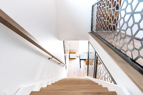 Staircase with custom made steel wall  Concept DUB House by Concept Dub