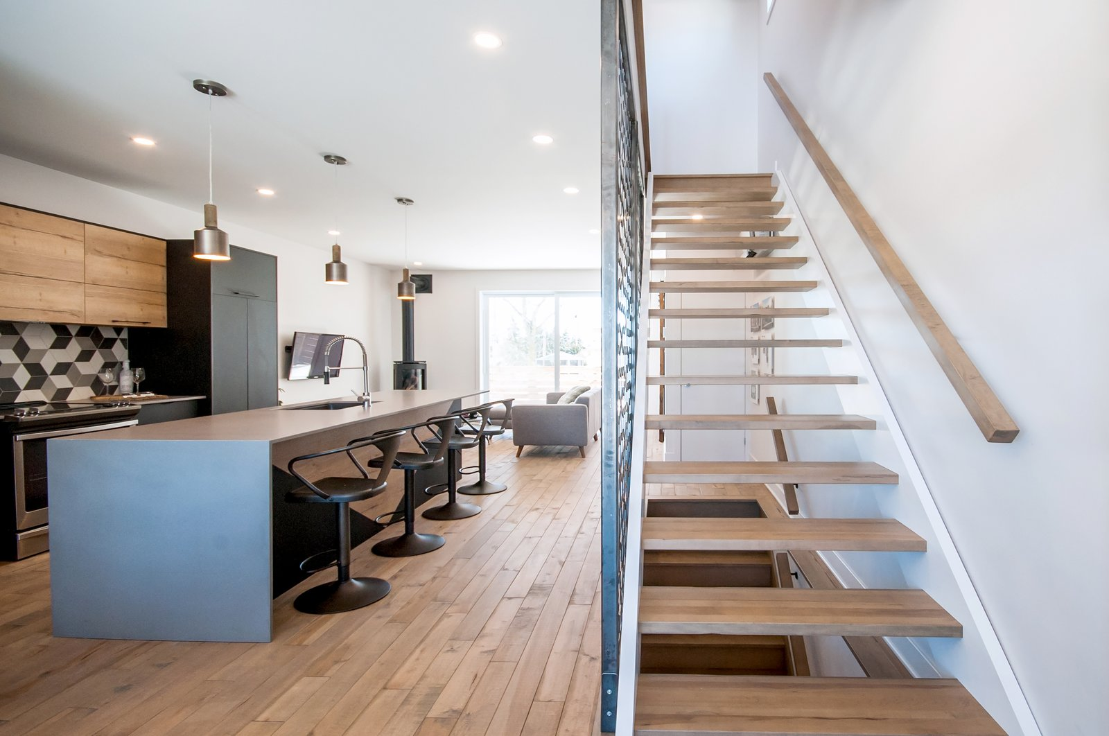Open concept and good view of the staircase with custom made steel walls  Concept DUB House by Concept Dub