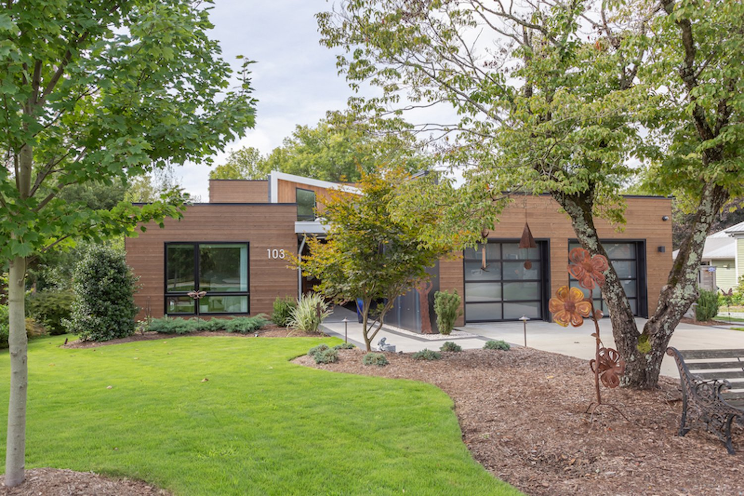 Exterior, House Building Type, Metal Siding Material, Metal Roof Material, Flat RoofLine, and Wood Siding Material A one-story form faces the public street.  The Thomas Residence