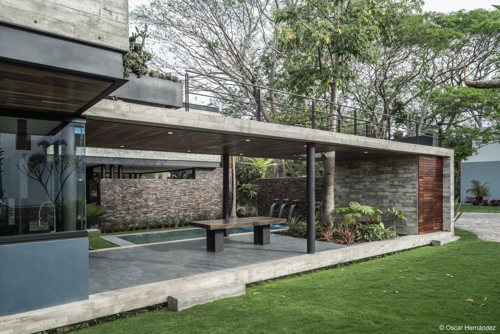 Concrete volumen  Casa Kalyvas by Taller de Arquitectura