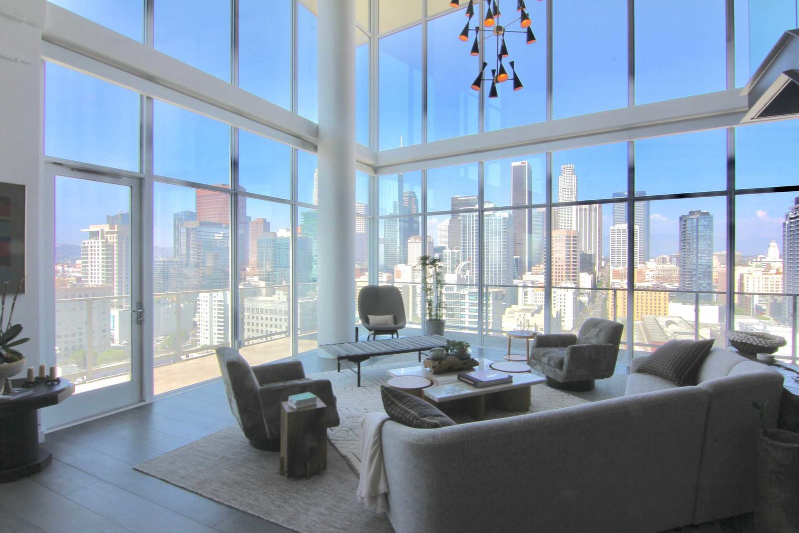 An Unrivaled Penthouse With Panoramic Views In Downtown L.A. ...