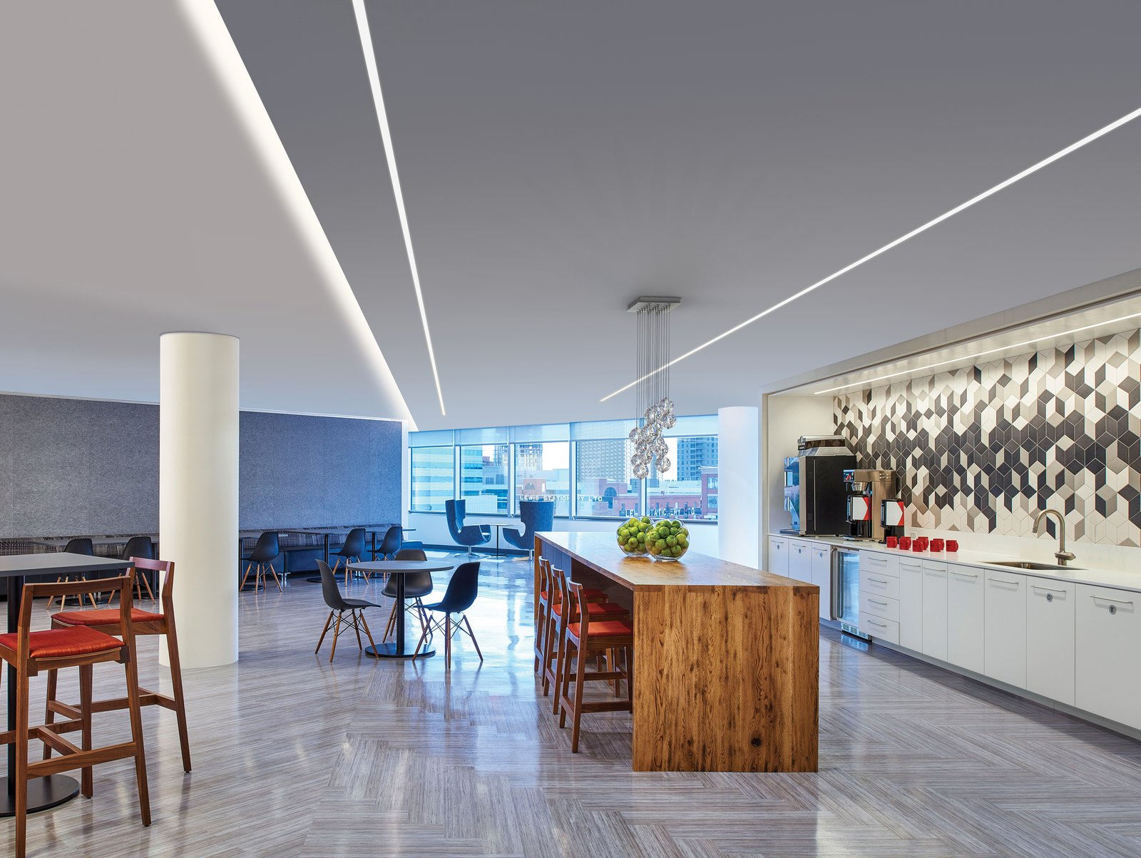 TruLine 1.6A lighting blends seamlessly into the architecture, to enhance this dramatic dining space   Kitchen & Dining