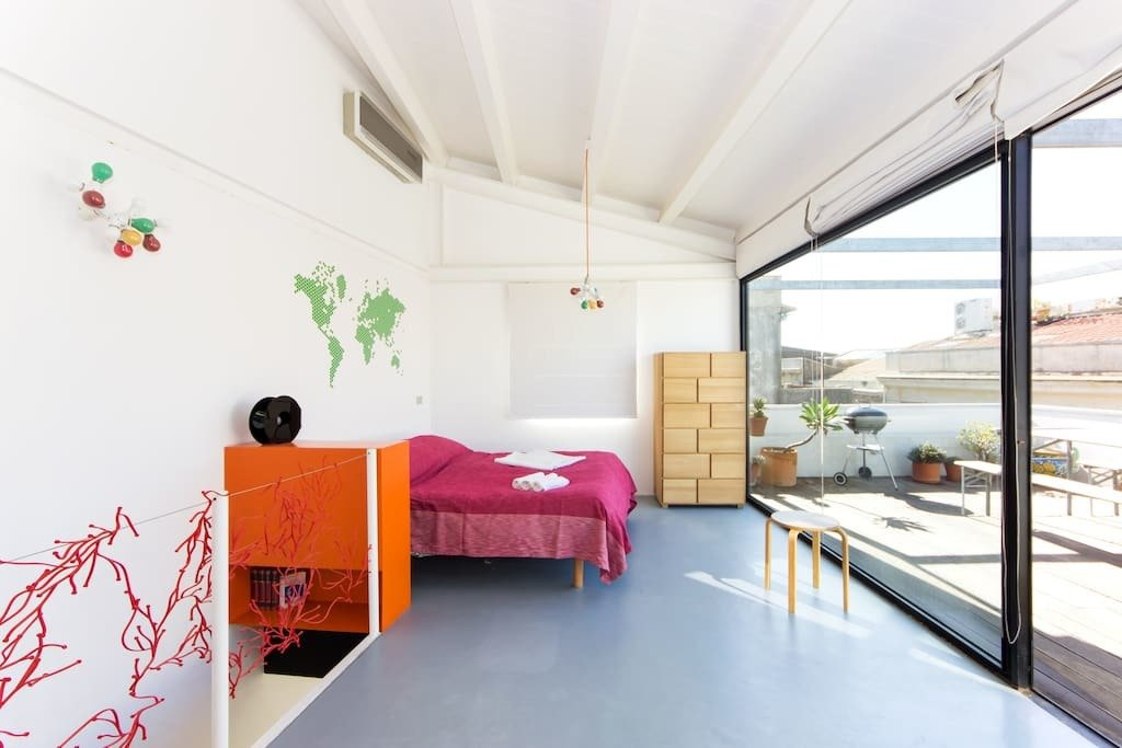 Colorful bedroom with wall and ceiling pendant lighting with colored bulbs