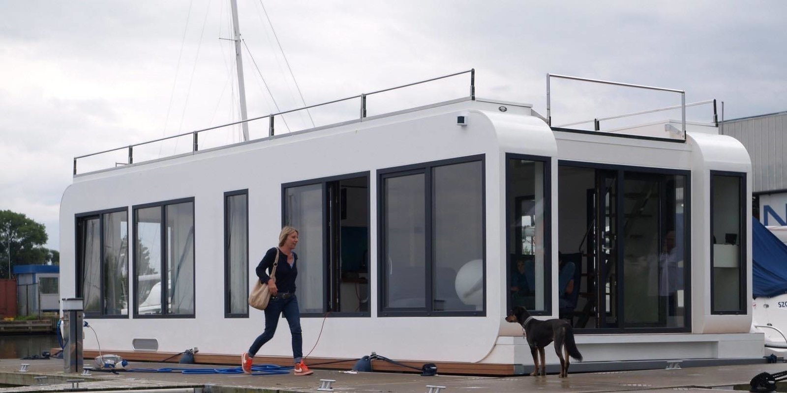 photo 6 of 7 in 6 modular houseboat and floating home. Black Bedroom Furniture Sets. Home Design Ideas