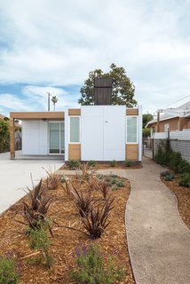 A collaboration between Minarc and Habitat for Humanity, this low cost home in South Central L.A. was built with unembellished cement board cladding and Minarc's signature mnmMOD panels.