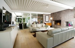 A Sensitively Restored Midcentury House Designed by Pierre Koenig - Photo 7 of 18 -