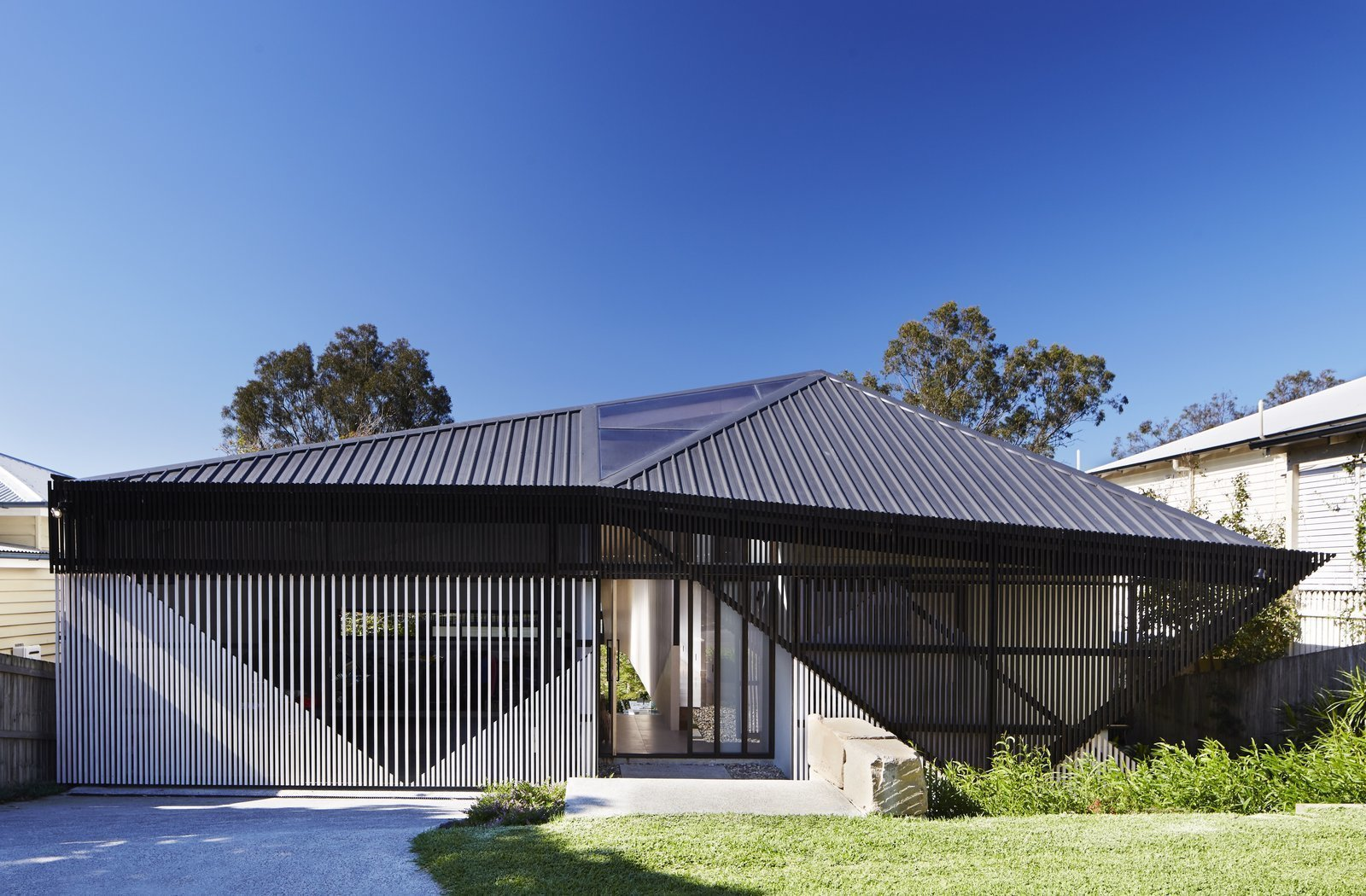 Exterior, Metal Roof Material, and House Building Type Using slats with varieds widths of space between them, Bureau Proberts created a striking angular slatted façade for this Brisbane home, which reveals triangular shapes, while hinting at the life concealed within.  Best Photos from 9 Best Homes With Interesting Screened Facades
