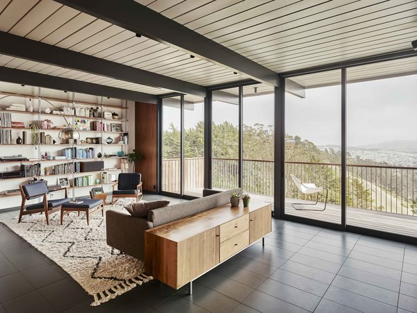 San Francisco–based Michael Hennessey Architecture paid homage to Eichler's affinity for open spaces by reconfiguring the living area on the upper floor and moving the kitchen to organically connect the rooms.