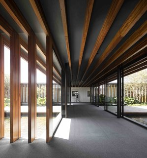In this Brazilian home, São Paulo studio Jacobsen Arquitetura placed laminated timber porticoes approximately 1.31 feet apart, to create a dynamic linear aesthetics that brings to mind the tori gates of Kyoto's famous Fushimi Inari shrine.
